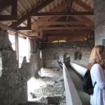Hamar. Ramper gör att besökarna inte sliter på det historiska byggnadsverket. Foto: Johny Lindeberg
