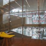 Lärarnas hus – Smyckeskrinet. Ljus och mönsterskuggor förs via trapphuset in i föreläsningssalarna. Foto: Anita Stenler